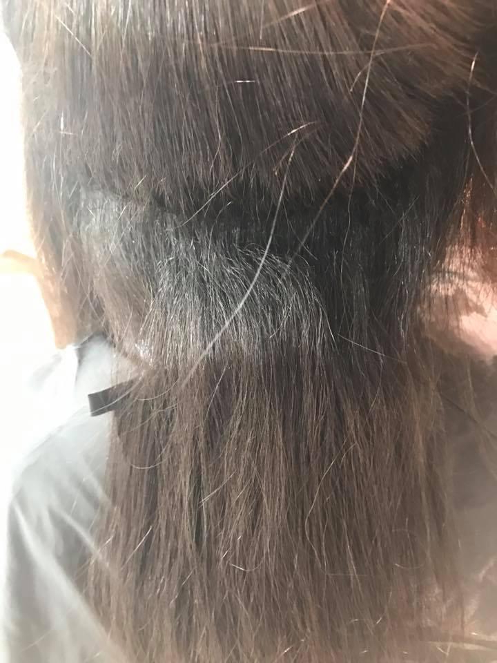 施術写真。かなり強めの捻転毛&縮毛をナチュラルに。