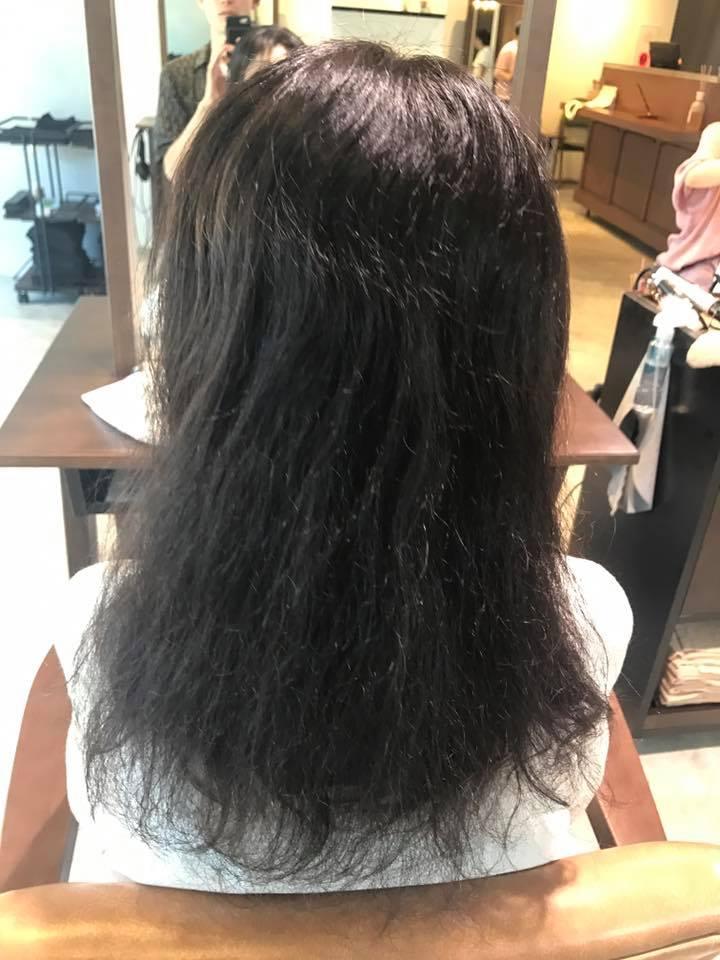施術写真。半分ビビリ毛。