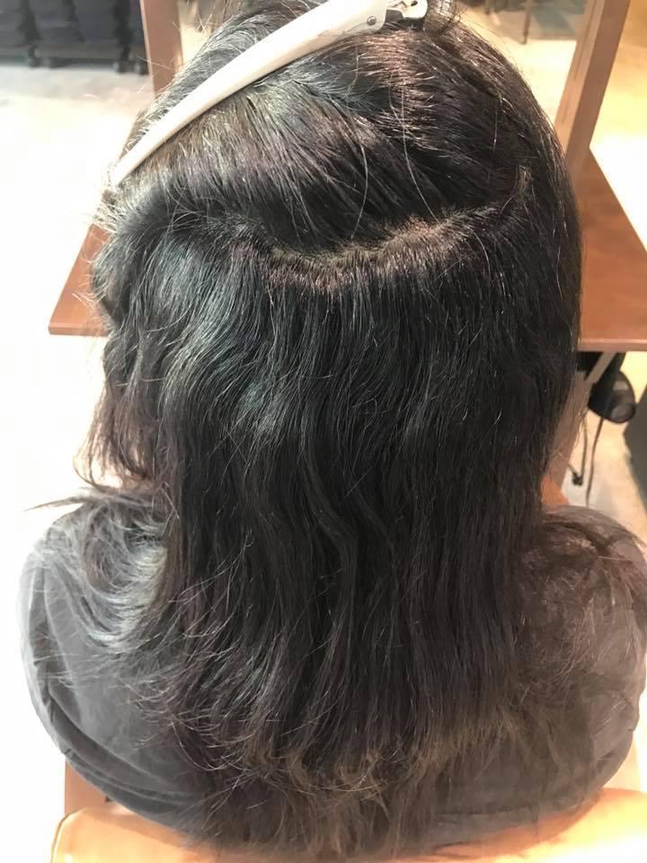 施術写真。強いうねりをリタッチ矯正+毛先の髪質チェンジトリートメント。