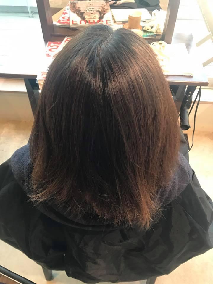 施術写真。髪質チェンジストレート。